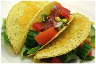 Taco mit Rindfleisch und Salat