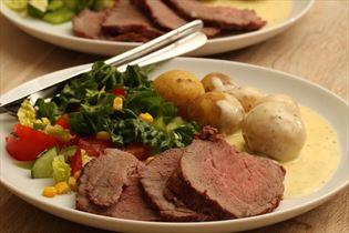 Roastbeef mit Kartoffeln und Sauce Bearnaise