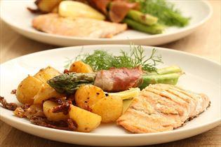 Lachs mit Zitrone und Dijon-Kartoffeln
