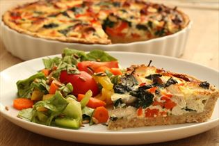 Hähnchenquiche mit Salat