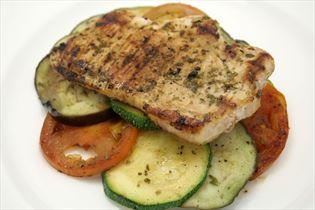 Nackenkotelett mit Gemüse und Balsamico