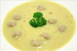 Currysuppe mit Fleischklößchen