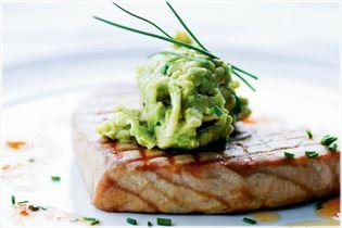 Gegrillter Thunfisch mit Wasabi-Avocado