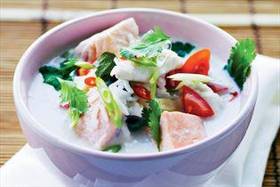 Scharfe thailändische Fischsuppe