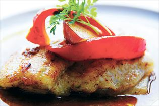 Ofen-Schollen mit Currysauce und Chutney