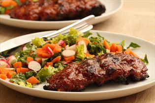 Spareribs mit leichtem Salat