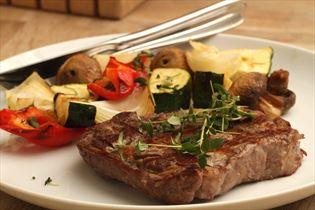 Gemüsespieß mit Rindersteak