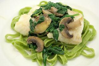 Heilbutt mit Spinatpasta und frischem Spinat