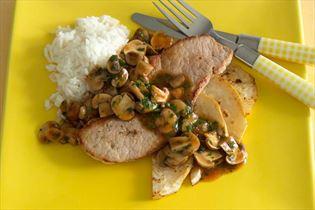 Schinkenschnitzel mit gebratenem Sellerie und Champignons