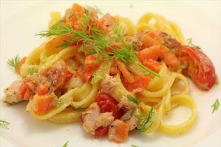 Frische Pasta mit Lachs und Dill