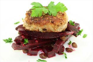 Rote-Bete-Salat mit Frikadellen