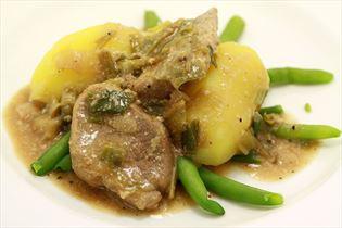 Filet in Wildsauce mit Kartoffeln und Bohnen