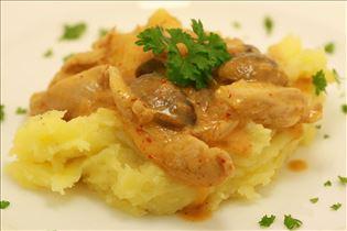 Pute in Paprikacreme mit Kartoffelpüree