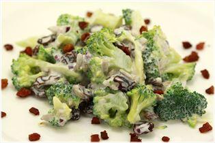 Brokkolisalat mit Sahne und Bacon