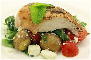Zitronenmelissen-Hähnchen mit Feta-Kartoffelsalat
