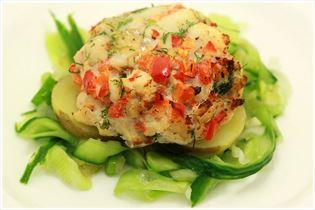 Fisch-Hacksteaks mit Gurken-Ingwer-Salat