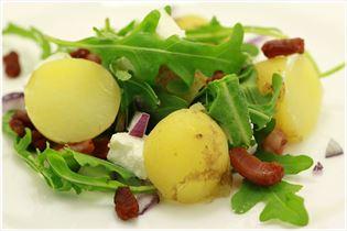 Kartoffelsalat mit Bacon und Feta