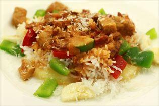 Reistafel mit Bacon und Paprikafrucht