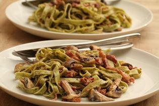 Frische Pasta mit Champignonsauce und Bacon