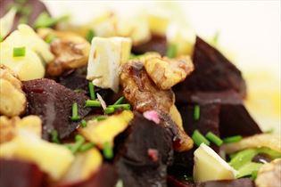 Salat mit gebackener Rote Bete und Blauschimmelkäse