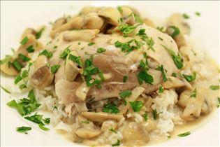 Estragon-Hähnchen mit Reis und Rahmsauce