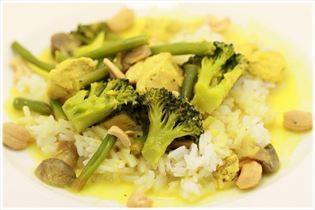 Hähnchen mit grüner Currypaste und Kokosmilch