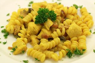 Hähnchen in Curry-Sauce Mornay