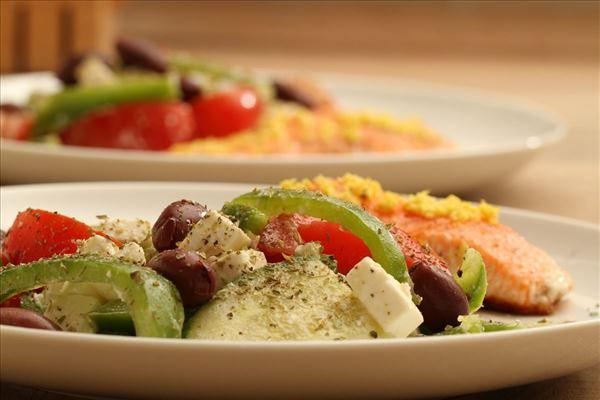 Lachs mit griechischem Salat