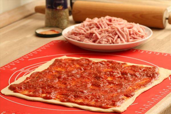 Pizzaschnecken mit Schinken und Käse