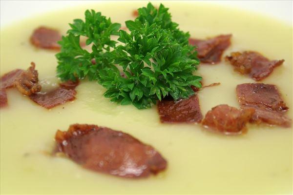 Kartoffelsuppe mit Parmaschinken