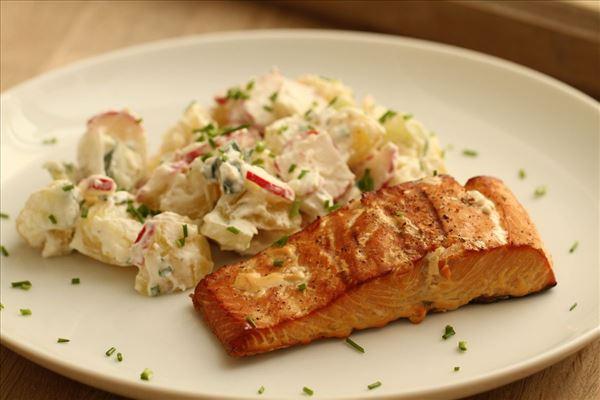 Grill-Lachs mit Kartoffelsalat