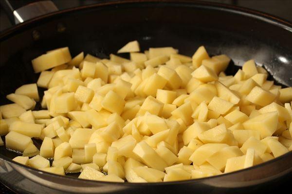Ofen-Eierkuchen mit Kartoffeln und Schinken