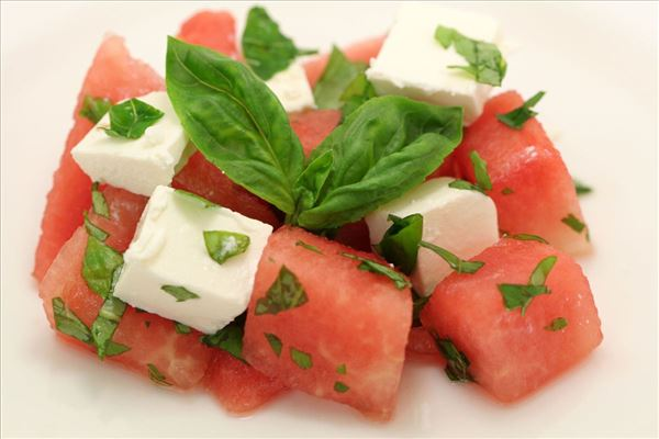 Wassermelonensalat mit Feta und Basilikum