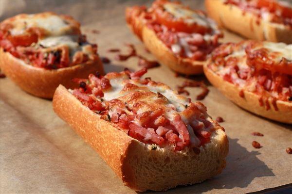 Minipizza auf Baguette fürs Pausenbrot
