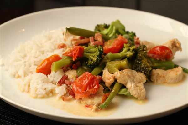 Schnelles Hähnchengericht mit Brokkoli und Bacon