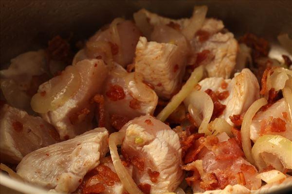 Lavatopf mit Hähnchen und Bacon