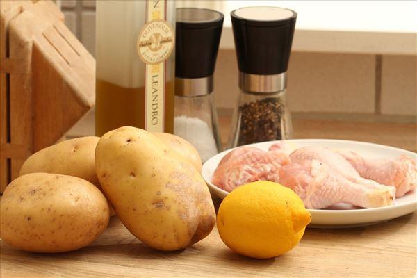 Griechisches Zitronenhähnchen mit Kartoffelspalten