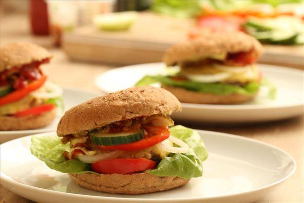 Burger mit Käse und Zwiebel