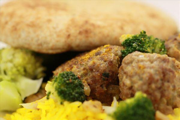 Fleischbällchen 1001 Nacht mit Reispilaw und Brokkoli