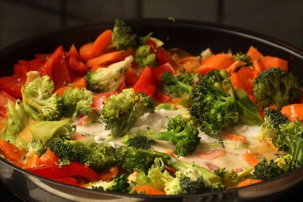 Hähnchen mit Gemüse und Kokosmilch