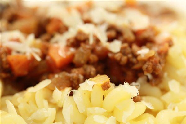 Pasta mit Gemüse-Fleisch-Sauce